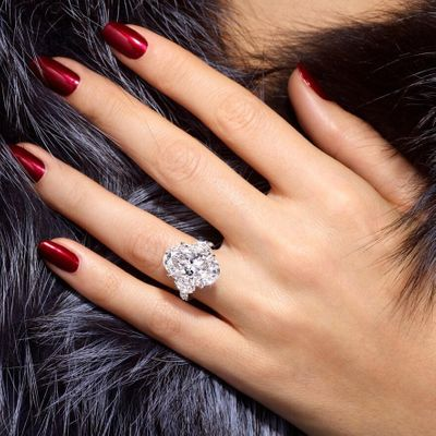 8 Most Stunning Celebrity Engagement Rings ...