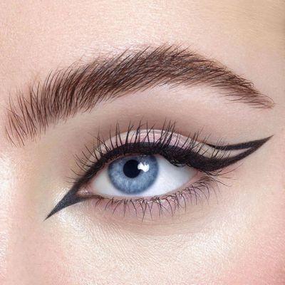11 Eyeliner Tips for Blue Eyes ...