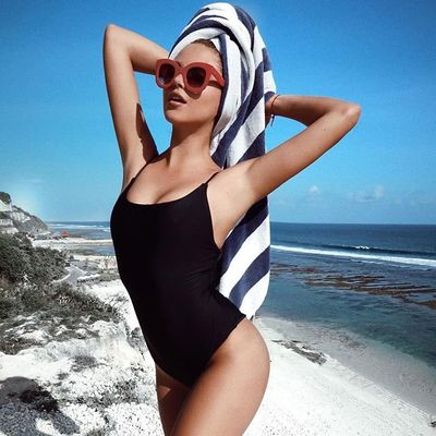 6 Hot One-Piece Swimsuits of 2010 ...