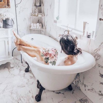 Why 🤔 Your Body 💃 Deserves a Bath 🛀🏼 Instead of a Shower 🚿 ...