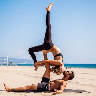 9 Yoga Poses for Couples 💏 Who Want to Exercise Together 💪🏼 ...