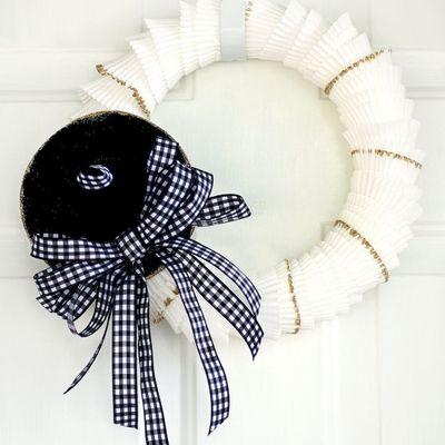 Adorable DIY Cupcake Liner Wreath ...