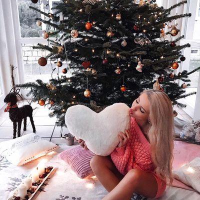 7 Beautiful Christmas Tree Themes ...