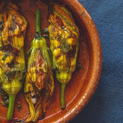 7 Squash Blossom Recipes You Need to Make Now🍴 ...