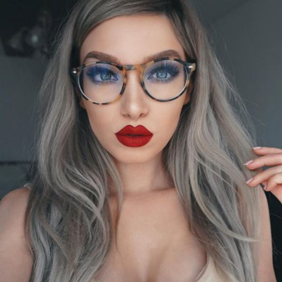 the hottest hairstyles to wear with glasses