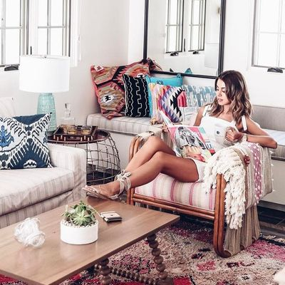 How 🤔 You Sit on the Couch 🛋 According to 📖 Your Zodiac Sign ♉️♊️♋️♌️ ...