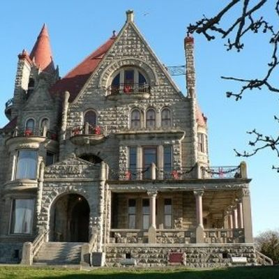 7 Haunted Places in Canada That Will Give You the Heebie-geebies ...