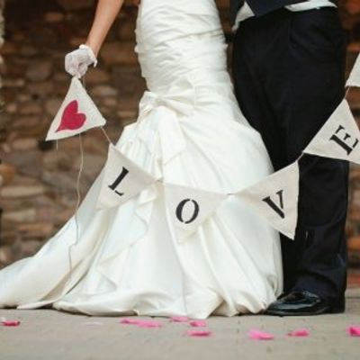 9 Rad Ideas for a Valentine's Day Engagement Party ...