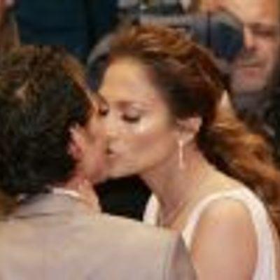 J-Lo & Marc Kissing, EW!!!