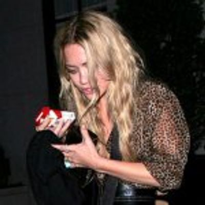 """Mary-Kate Olsen Steps out Solo as """"Weeds"""" Regular"""